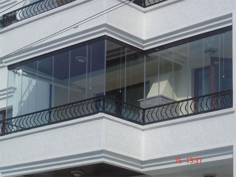 Renkli katlanır cam balkon